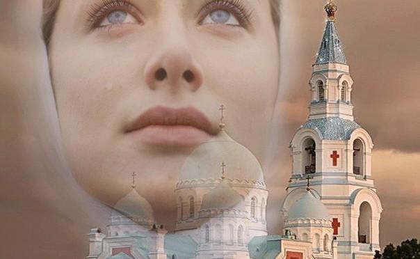 женщина в церкви
