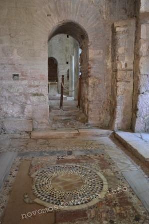 мозаика на полу