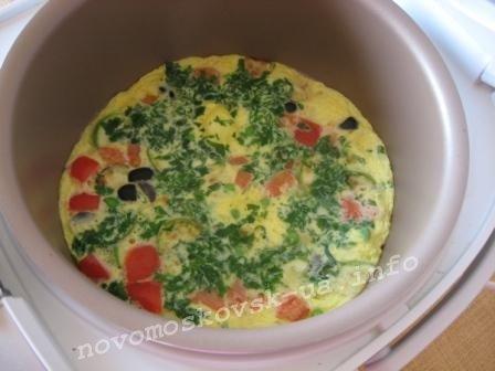 залить яйцами
