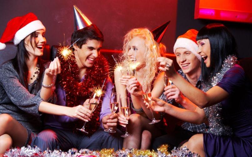 Интересные игры и конкурсы на Новый год 2021: веселые развлечения для любой компании