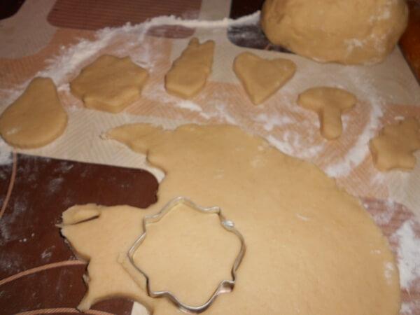вырезать печенье