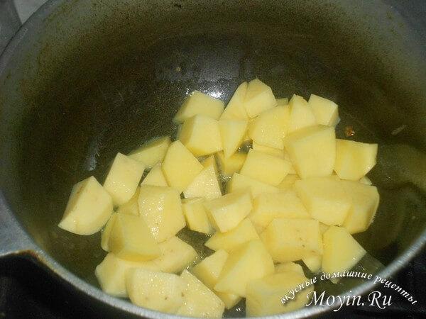 Овощное рагу с баклажанами, кабачками, картошкой и капустой: простой и вкусный постный рецепт